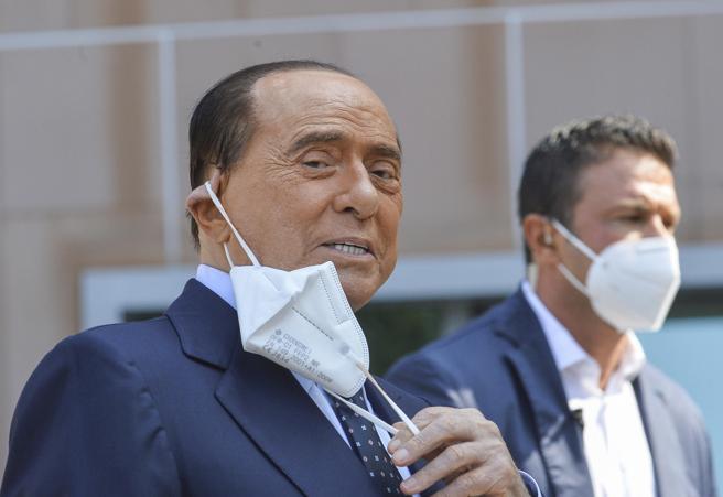 Berlusconi   dopo un mese ancora positivo al Covid: «Sto bene, mi sento un leone»