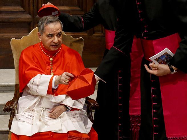 Becciu: «Trattato come un pedofilo, papa Francesco mi ha già condannato»