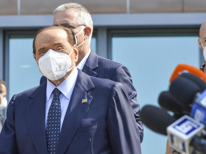 Covid, per Berlusconi nuovo tampone di verifica lunedì: resta a casa ad Arcore