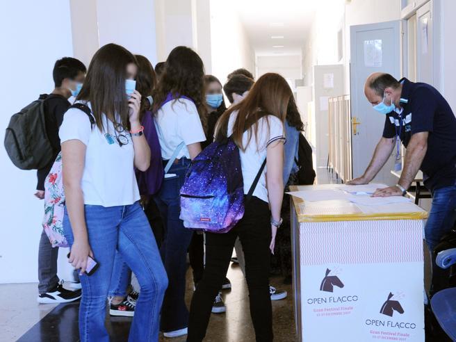 A scuola arrivano i tamponi rapidi: il via libera dal ministero della salute