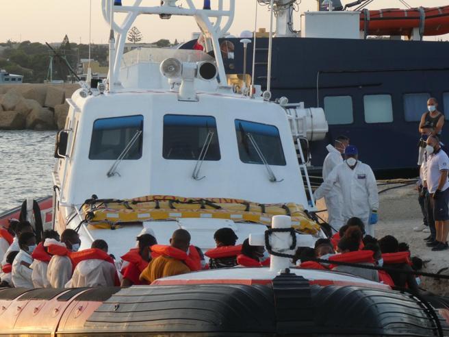 Imprenditore del Molise rientra dalla Tunisia su un barcone di migranti
