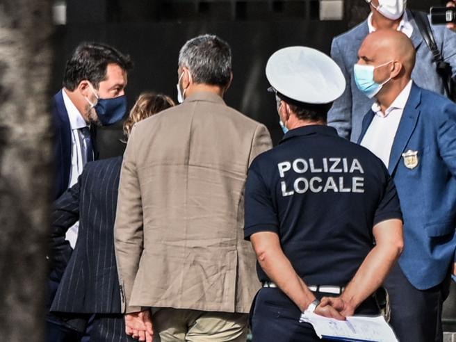 Gregoretti, via al processo contro Salvini. Ma il pm: archiviare, non ci fu sequestro di persona