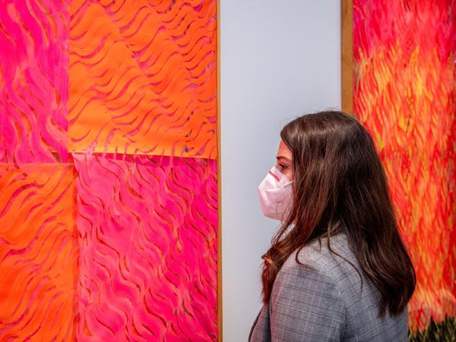 «La mascherina può far diminuire i contagi ma attenzione a tempo di esposizione e carica virale»