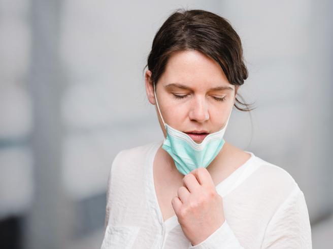 Non si guarisce del tutto, ecco i sintomi che (a volte) restano nel corpo di chi si ammala