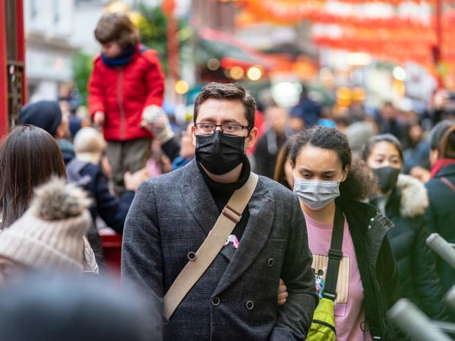 Coronavirus, 80 scienziati bocciano l'immunità di gregge naturale