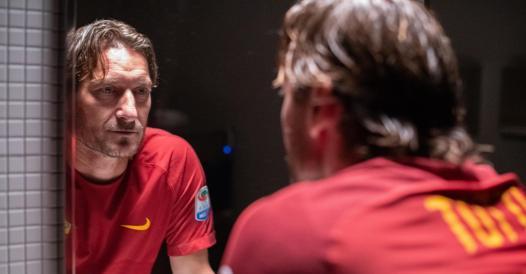 «Mi chiamo Francesco Totti», la pagella: il doc a volte è stonato (voto 6), ma lui è autentico e simpatico (voto 10)