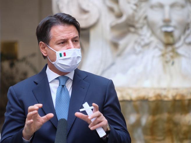 Conte in tv spiega il  decreto Covid  «La strategia è cambiata |  bisogna tutelare salute ed economia»