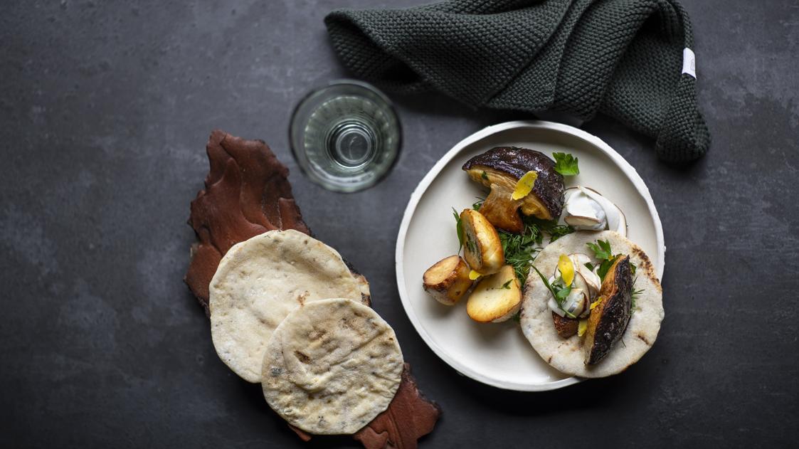 La ricetta di porcini, tuorlo d'uovo e pane al timo (foto di Stefania Giorgi)