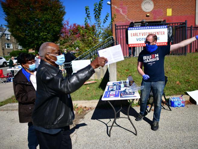 Usa 2020, Pennsylvania: la scossa di Obama nella Filadelfia in coda per votare