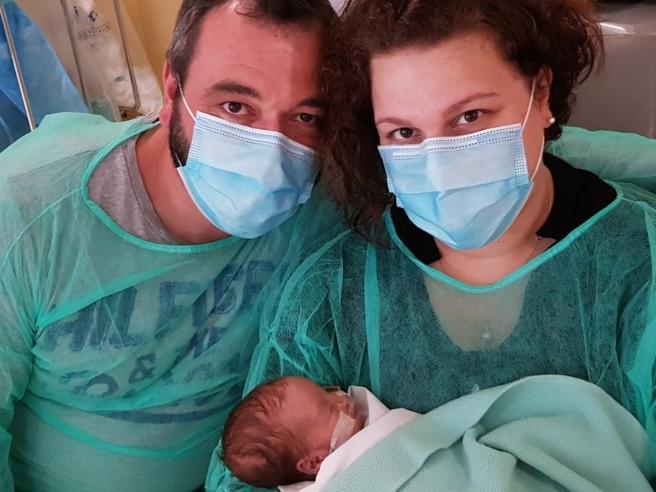 Coronavirus, il parto-coraggio di mamma Ilenia (positiva) tra la febbre el'ossigeno