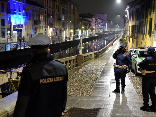 Lockdown in Italia, il governo pronto a un nuovo Dpcm: le ipotesi in campo