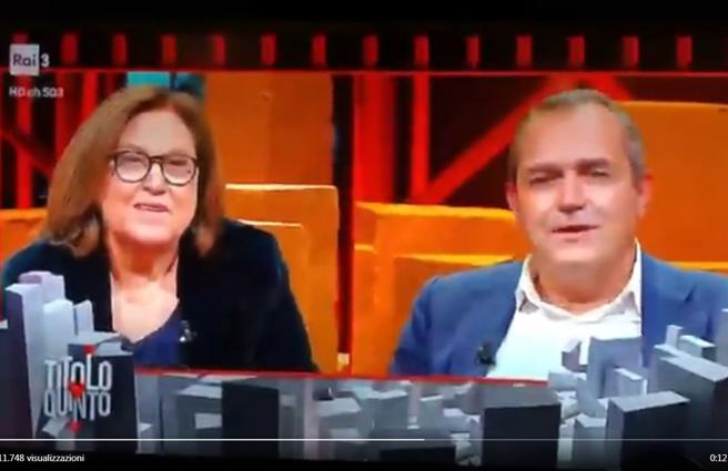 Rivolta a Napoli, De Magistris in tv durante gli scontri. E la Annunziata «Non è più utile se va là?»
