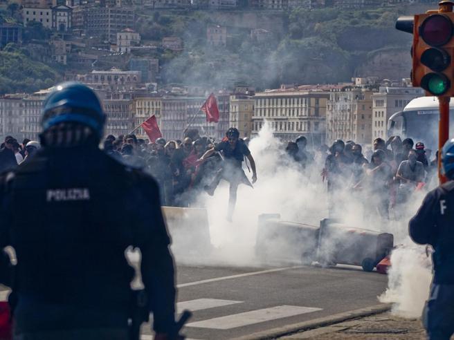 Coronavirus, da Torino a Catania cittadini in piazza contro le misure anti Covid