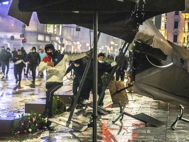Proteste in Italia    «infiltrati» di estrema destra e di estrema sinistra    il Viminale vigila sugli scontri