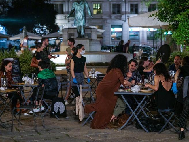 Nuovo Dpcm, il Viminale: «Per chi fa feste in casa nessuna sanzione»