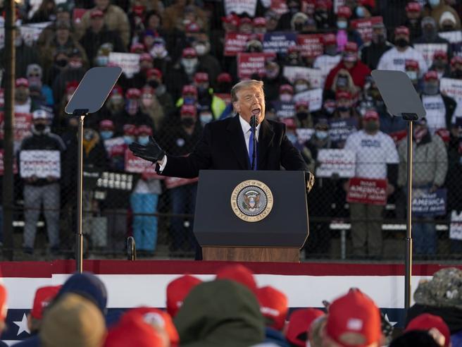 Trump in Wisconsin esorcizza il virus: «Con Biden si muore di povertà»