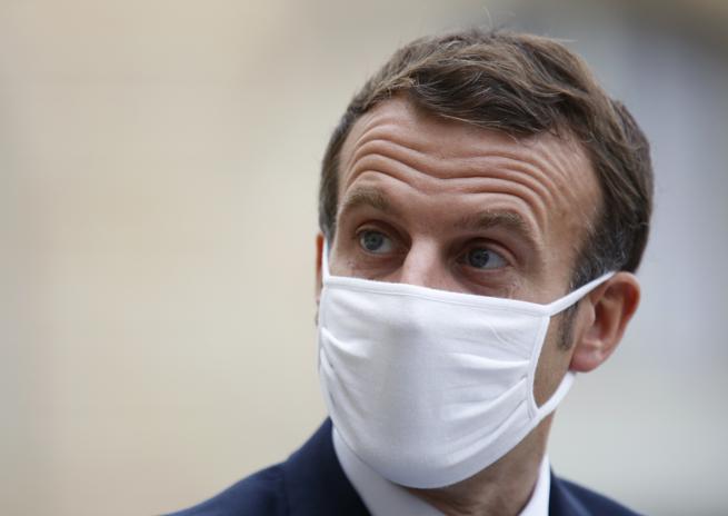 Macron, il discorso alla Francia: «Lockdown in Francia da venerdì, ma le scuole restano aperte»