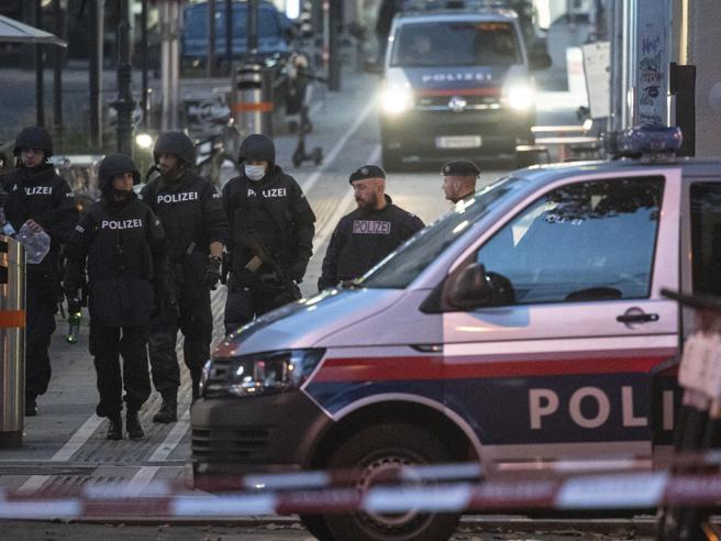 Attentato a Vienna, tre le vittime: l'attentatore ucciso era simpatizzante dell'Isis