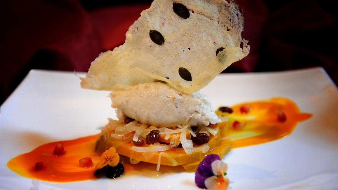Baccalà mantecato con crema e «saor» di zucca, polenta e chicchi di melograno