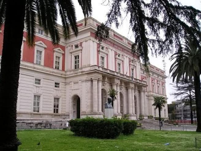 Paziente   sospetto  Covid  morto  nel  bagno dell'ospedale Video  dal Cardarelli  di Napoli Di Maio: «Lo Stato agisca»