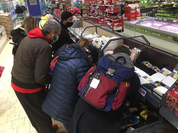 Scarpe Lidl esaurite in poche ore in tutta Italia: code (e incontri) nei negozi