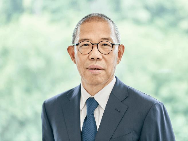 Zhong Shanshan è l'uomo più ricco della Cina: ha superato Jack Ma, produce acqua minerale