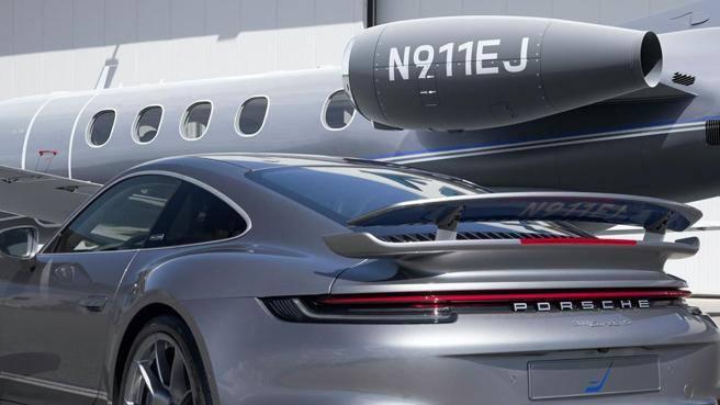 Compri un jet? Una Porsche in regalo