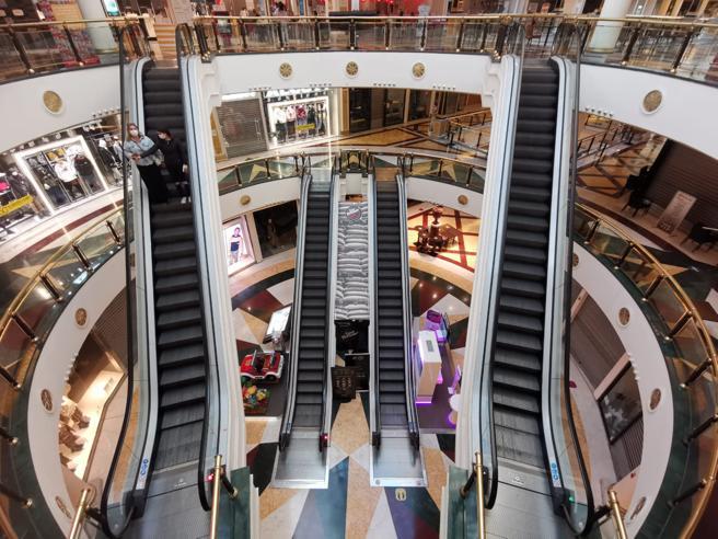 Storia e destino dei centri commerciali (che dovevano essere come la Galleria di Milano)