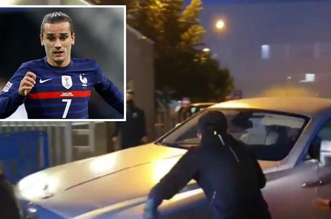 Barcellona, i tifosi attaccano l'auto di Griezmann: «Messi merita rispetto»