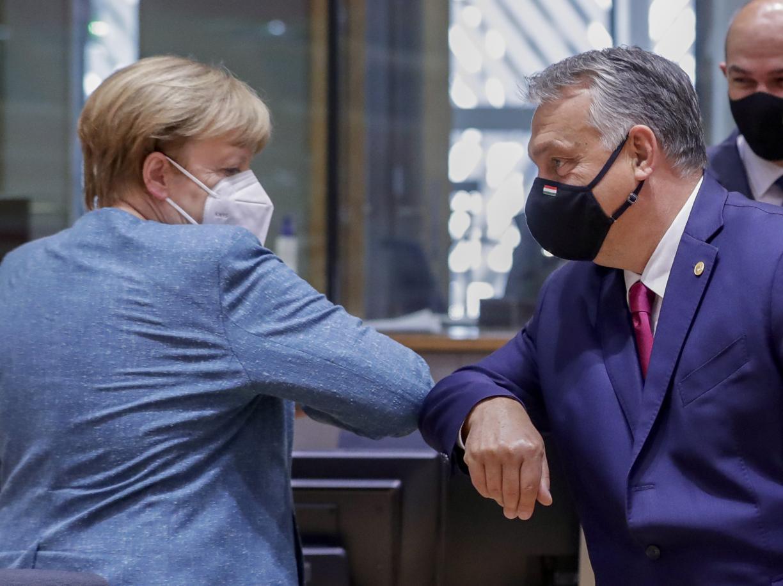 La cancelliere tedesca Angela Merkel e il primo ministro ungherese Viktor Orbán  (Olivier Hoslet /Ap)