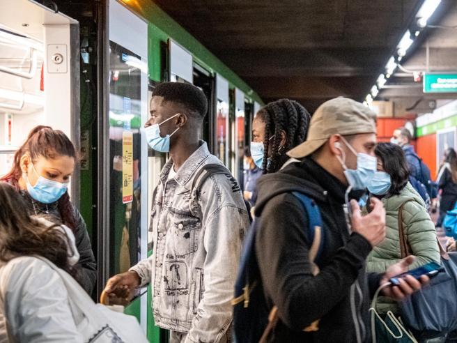 Lombardia: verso la zona arancione venerdì Le decisioni di Speranza sulle altre Regioni Viaggi consentiti solo tra aree a basso rischio