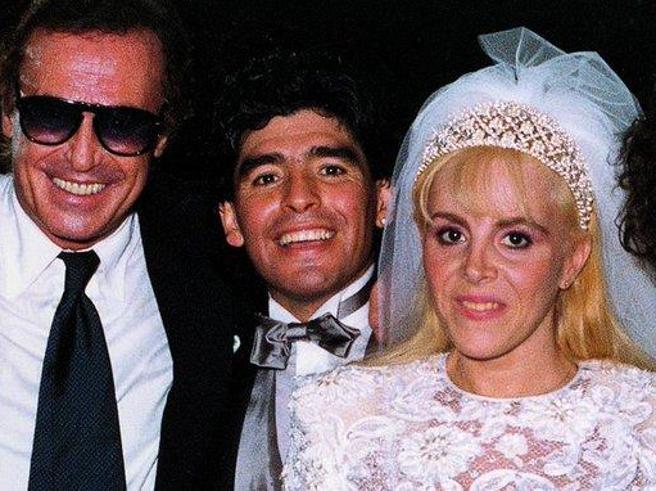 Maradona, dalle nozze kitsch con Claudia alla battaglia con Cristiana Sinagra: le sue donne