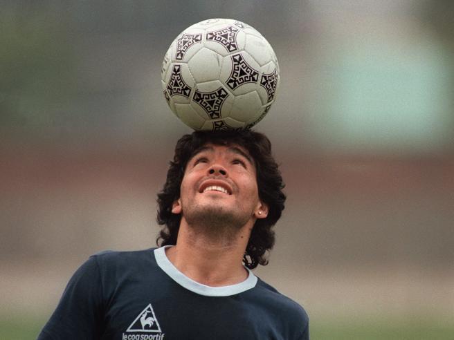 Maradona: gli ultimi giorni, l'operazione, le liti. E il testamento: «Il calcio mi ha dato tutto»