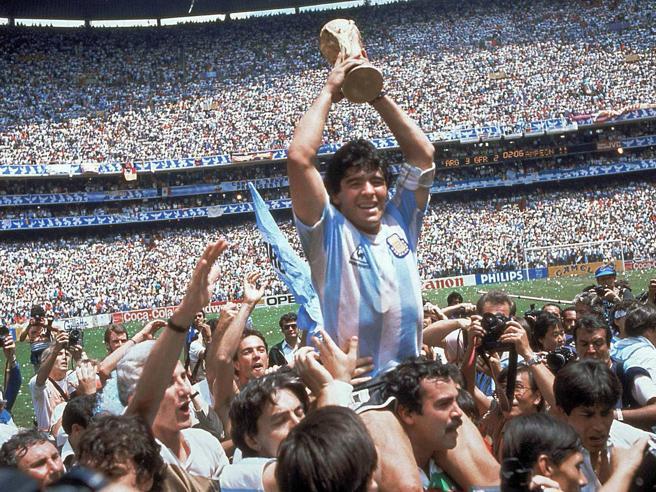 No |  Maradona |  non può essere morto  Perché è l' essenza del calcio |  e l' amore non muore mai