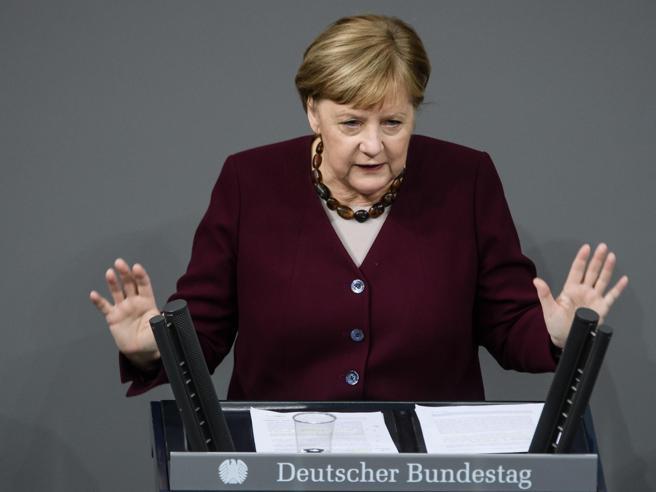 L'appello di Merkel ai Paesi dell'Ue per chiudere le piste da sci a Natale e Capodanno