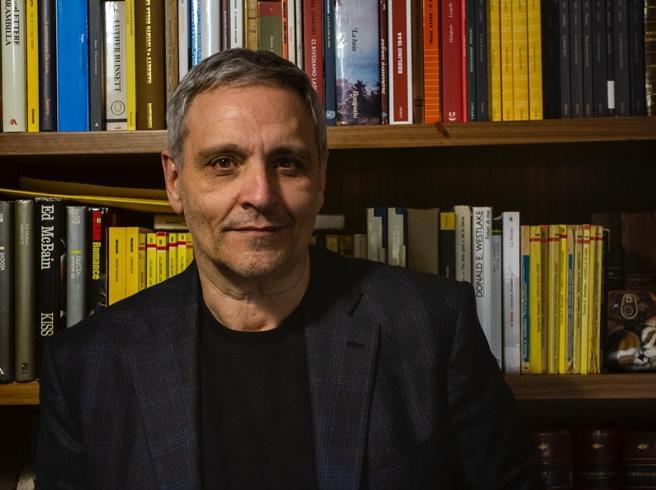 Maurizio de Giovanni: nel nuovo romanzo il mistero del fioraio ucciso