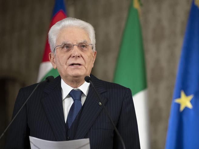 Rimpasto di governo, i dubbi di Mattarella sui cambi di ministri: nel caso servirebbe una nuova fiducia davanti alle Camere