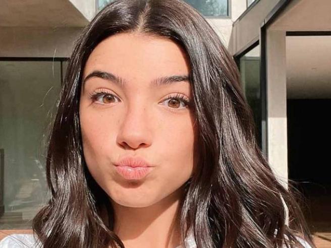 Chi è Charli D'Amelio, la prima influencer a raggiungere 100 milioni di follower su TikTok
