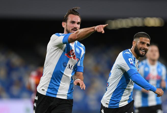 Napoli Roma 4 0: gli azzurri demoliscono i giallorossi nel segno di Maradona