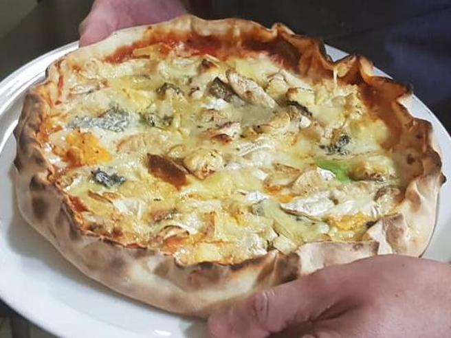 Francia, pizza ai 254 formaggi entra nel Guinness dei primati
