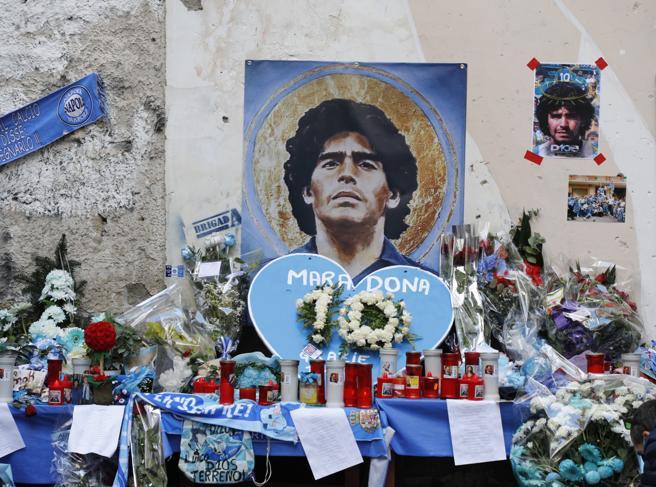 Stadio Maradona, il nuovo nome è ufficiale. Contrari i sacerdoti: «Diego ci diede 2 scudetti, San Paolo la fede»