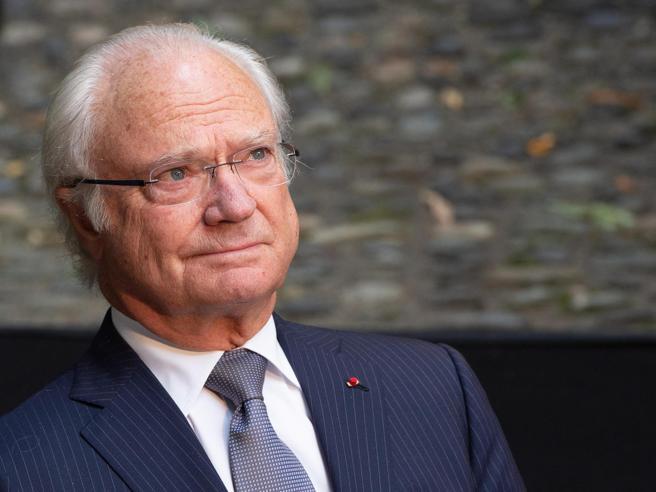 Il re di Svezia contro il modello anti Covid: «Molti morti, il governo ha fallito»