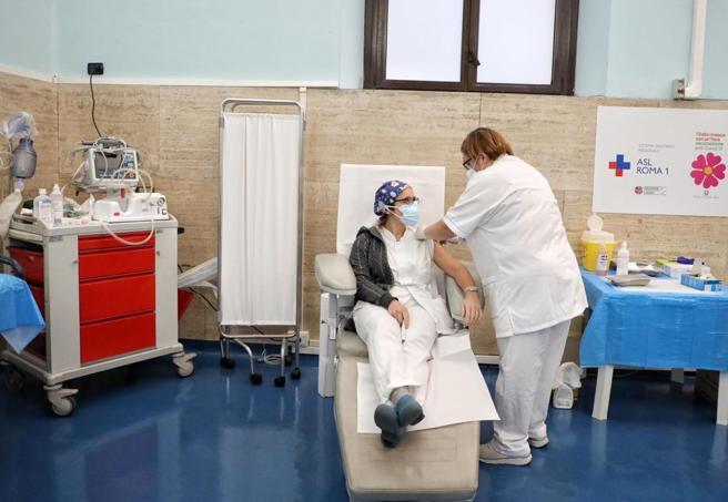 Vaccini Covid, oggi parte la vera prova vaccinazioni