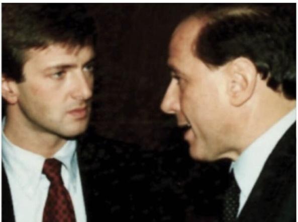 جورجیو گوری بسیار جوان در اواخر دهه 80 با سیلویو برلوسکونی ، که از سال 1984 تا 2001 با او کار کرد