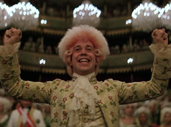 تام هولز در فیلم میلوس فورمن نقش موتزارت را بازی می کند