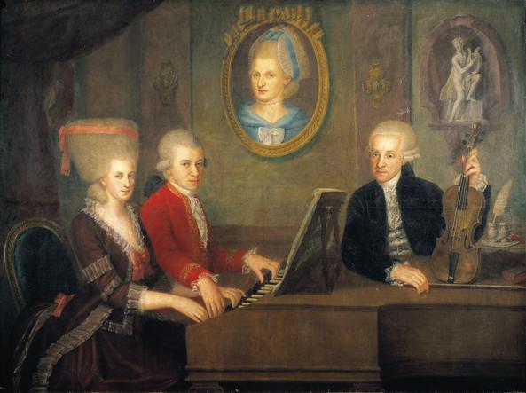 لئوپولد موتزارت به همراه پسرانش ولفگانگ و نانرل ، بر روی دیوار تصویر همسر / مادر درگذشته اش ، در نقاشی رنگ روغن توسط یوهان نپوموک صلیب ، 1780