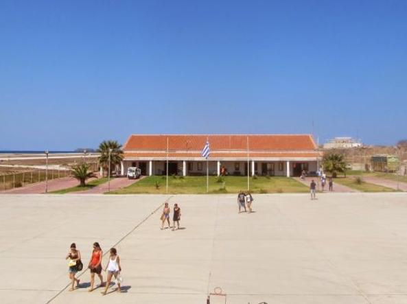 فرودگاه اسکایروس ، یونان