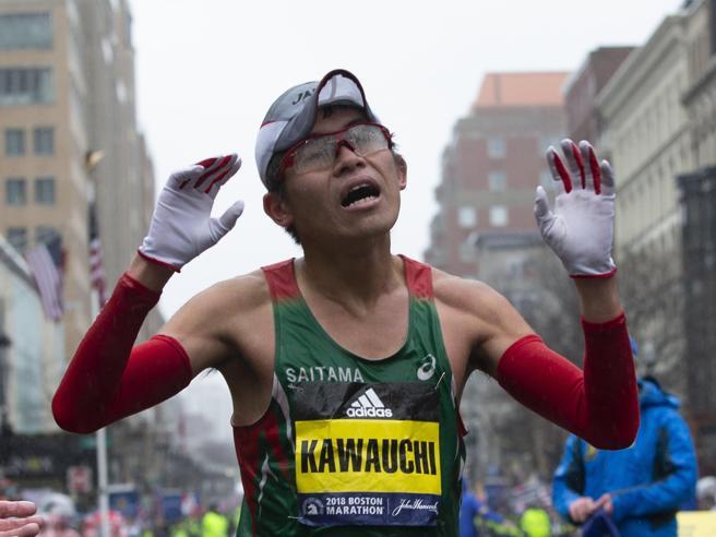 Kawauchi, l'impiegato maratoneta 100 volte sotto le 2 ore e 20: ha vinto a Boston e rifiuta il professionismo