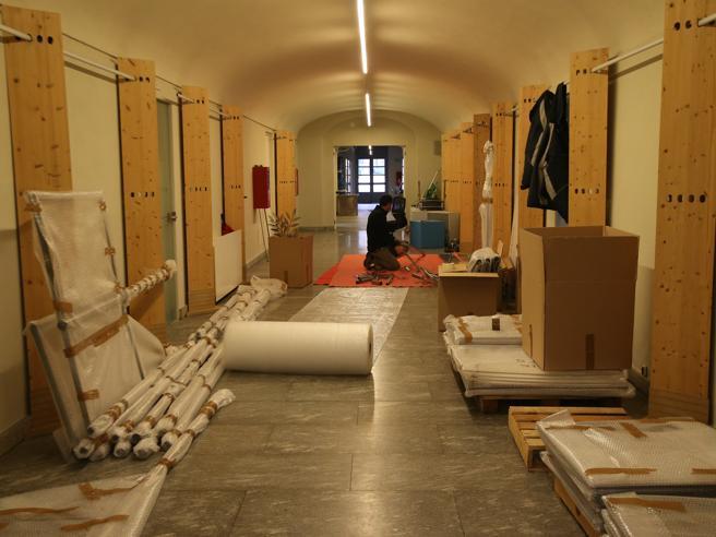 مونزا ، مبلمان و جعبه های کتاب در جعبه ها: مدیر ناوارا ویلا ریال را ترک می کند