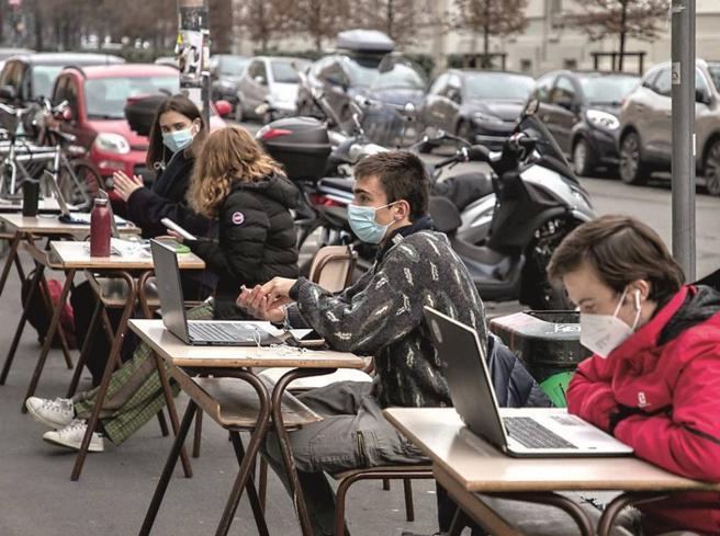 Scuola, la Dad non funziona? La lezione di Francia e Olanda: servono piani di recupero